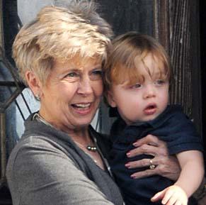 Но Леон с бабушкой Джейн Питт