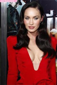 Меган Фокс в красном платье